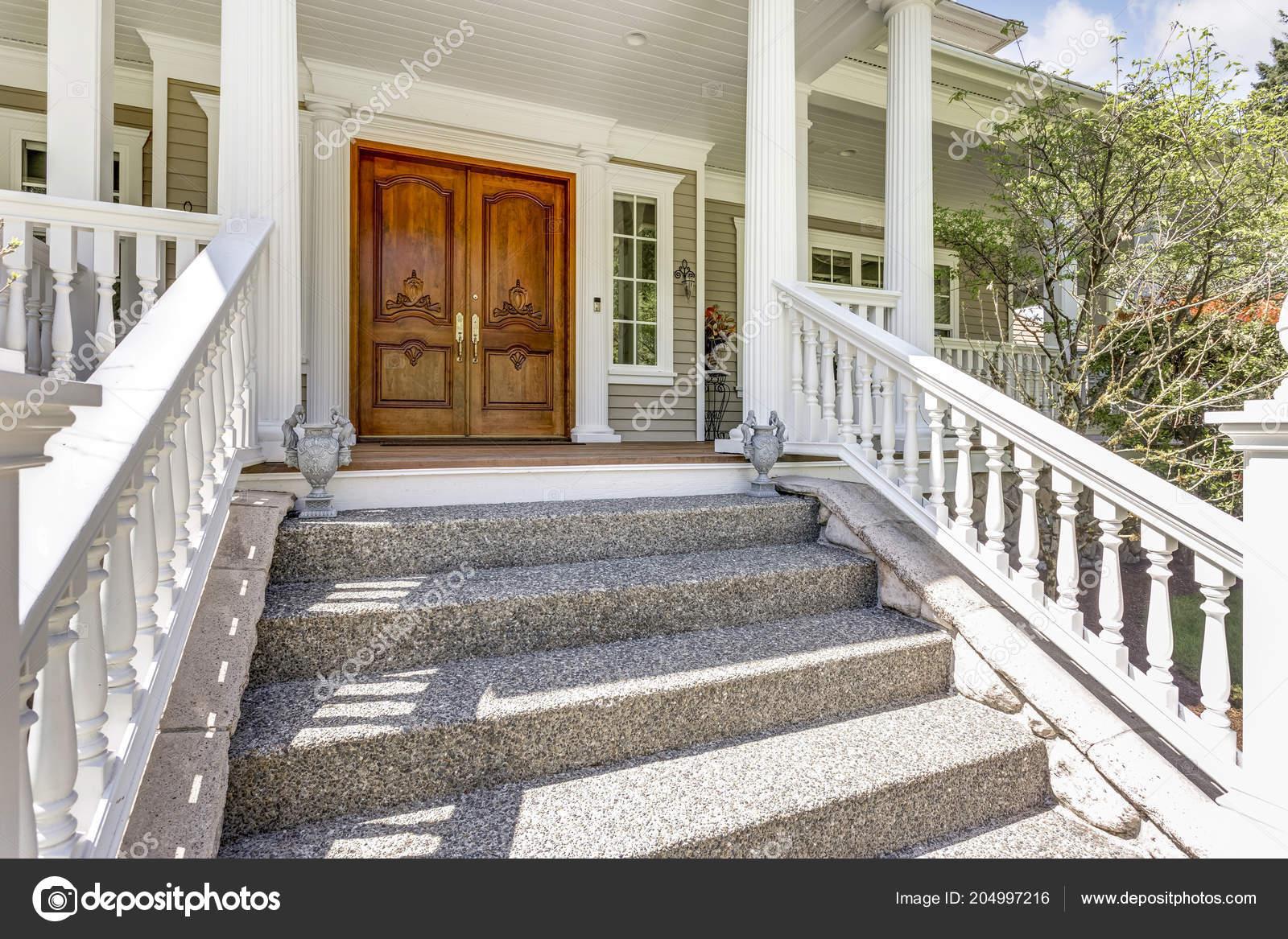 Eintritt Ein Luxus Landhaus Mit Holzernen Eingangstur