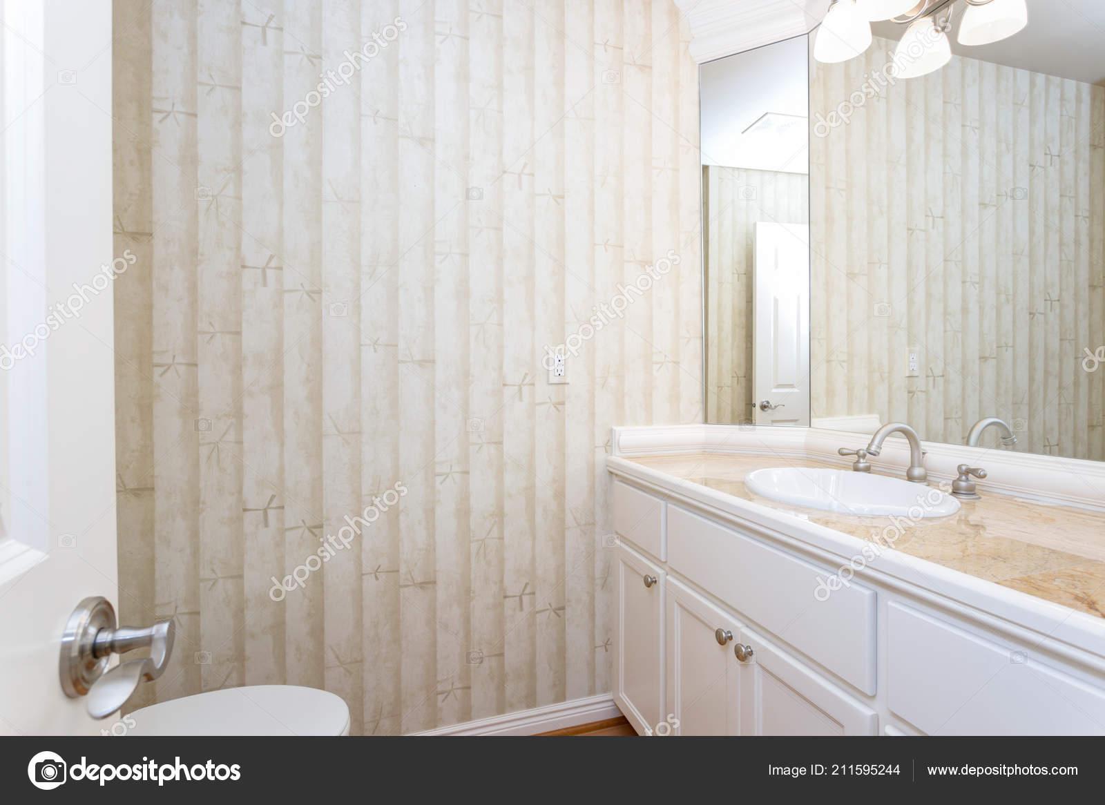 Salle Bain Blanc Avec Bambou Motif Papier Peint Marbre Haut