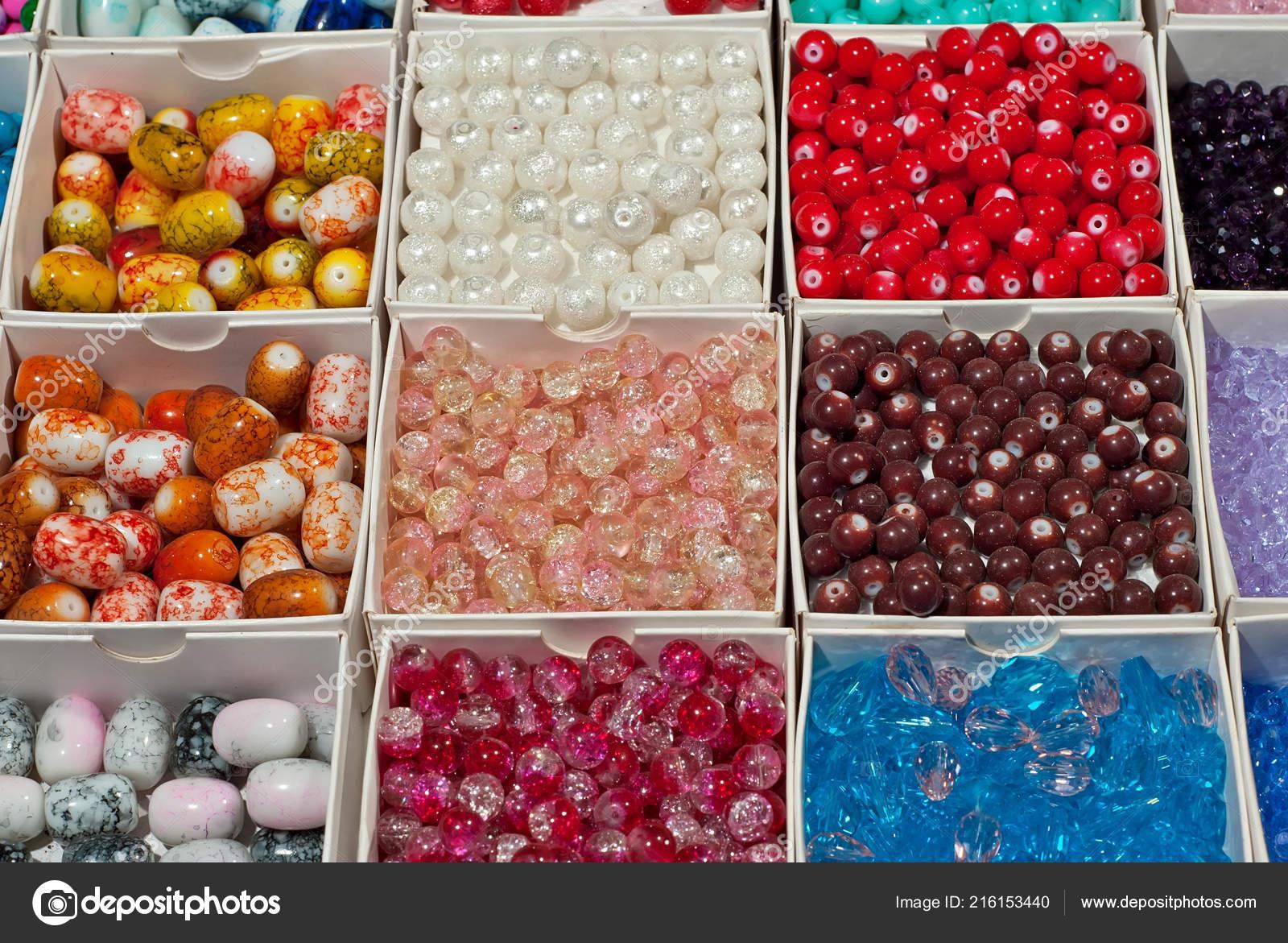 ba308c5c6760 Perlas Multicoloras Una Bisutería Tienda Accesorios Hechos Mano — Fotos de  Stock
