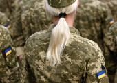 Soldatin. Frau in der Armee. ukrainische Militäruniform. Ukrainische Truppen
