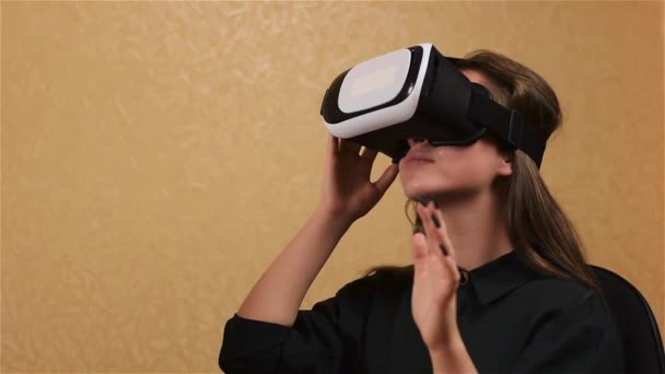 79f0336921cd Woman touch something using modern virtual reality glasses — Stock Video