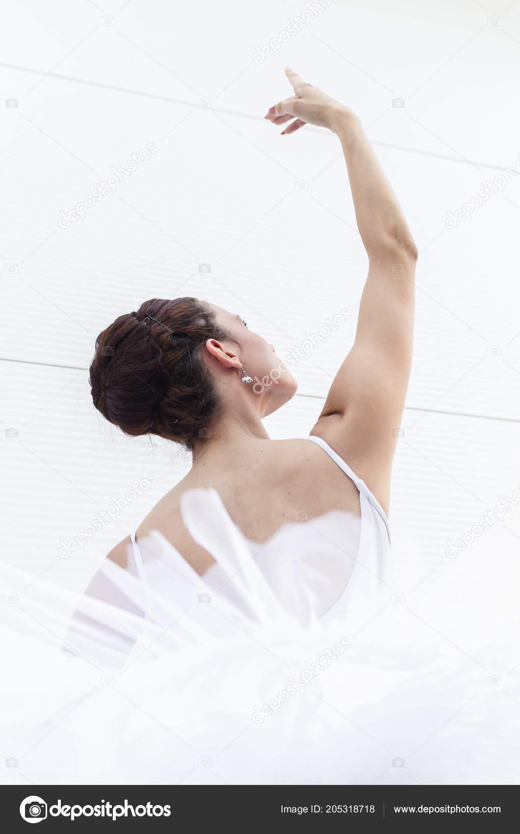 7adb16c77daf4f Portrait Young Beautiful Ballerina Posing White Bodysuit Tutu — Stock Photo