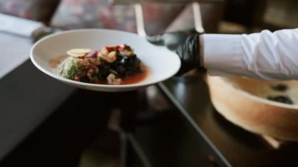 Vaření chutné jídlo pro restauraci.