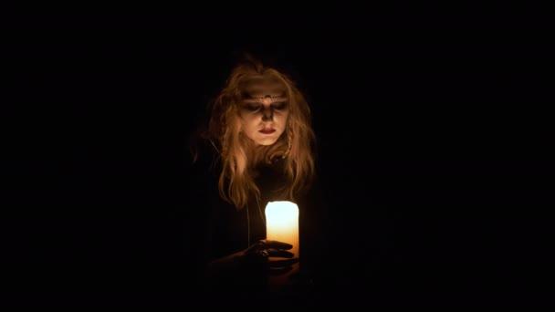 Halloween Image. Portrét mladé čarodějnice.