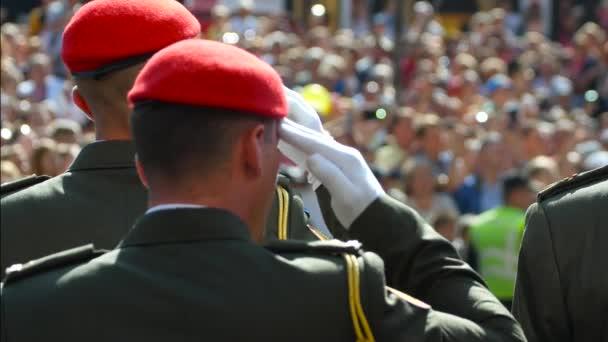 Vojenský pozdrav na den nezávislosti Ukrajiny