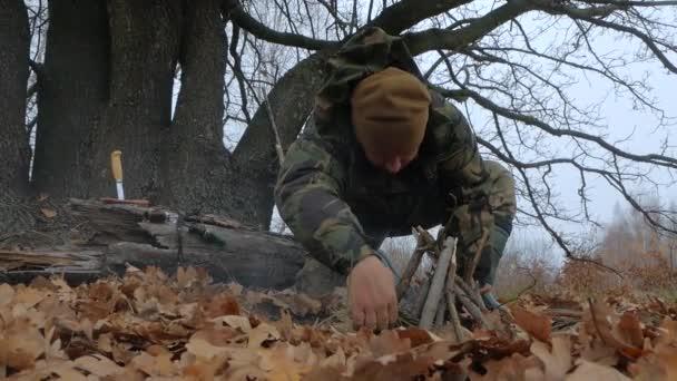 Vadász teszi a tűz az erdő