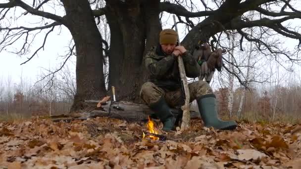 Gyakorlott vadász hiszem, a tűz, az erdő közelében