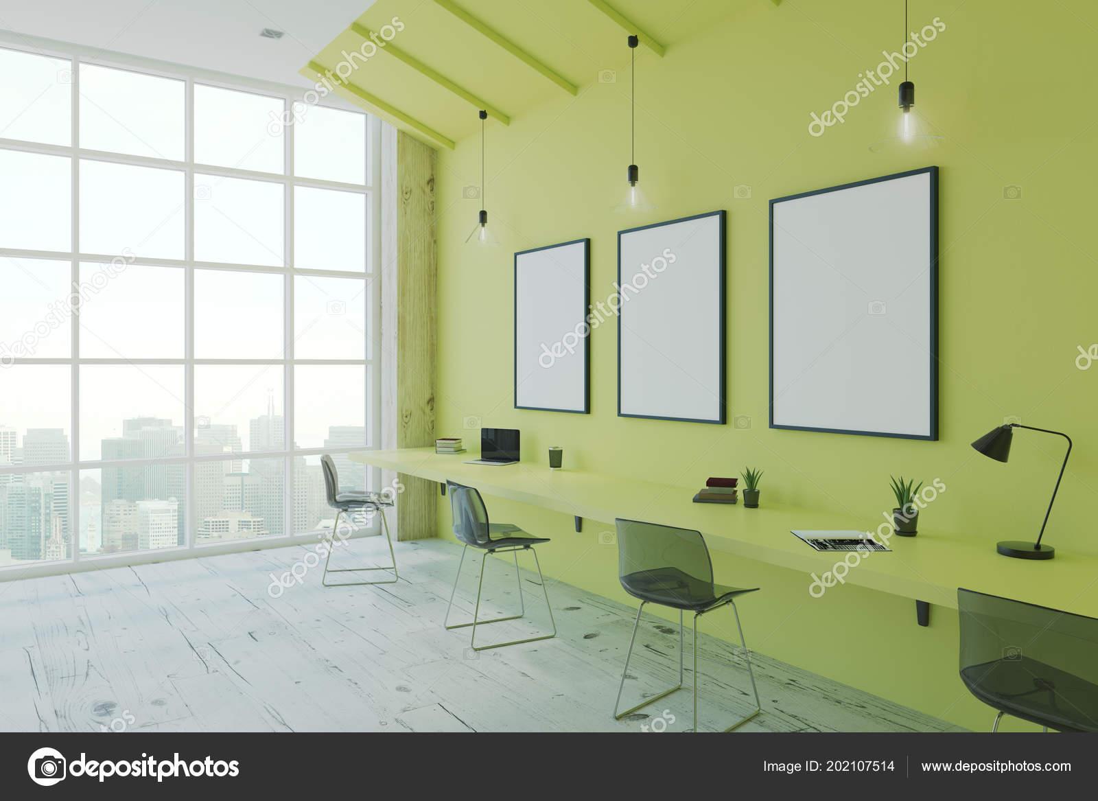 Cadres vierges dans bureau style eco moderne avec vue sur