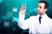 Fotografie Online Medizin-Konzept mit Arzt schriftlich Sensor Bleistift auf dem digitalen Bildschirm auf blauem Hintergrund. 3D render