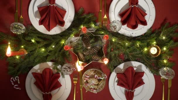 Festliche Weihnachten Rote Tischdekoration Mit Kerzen Und Kranz