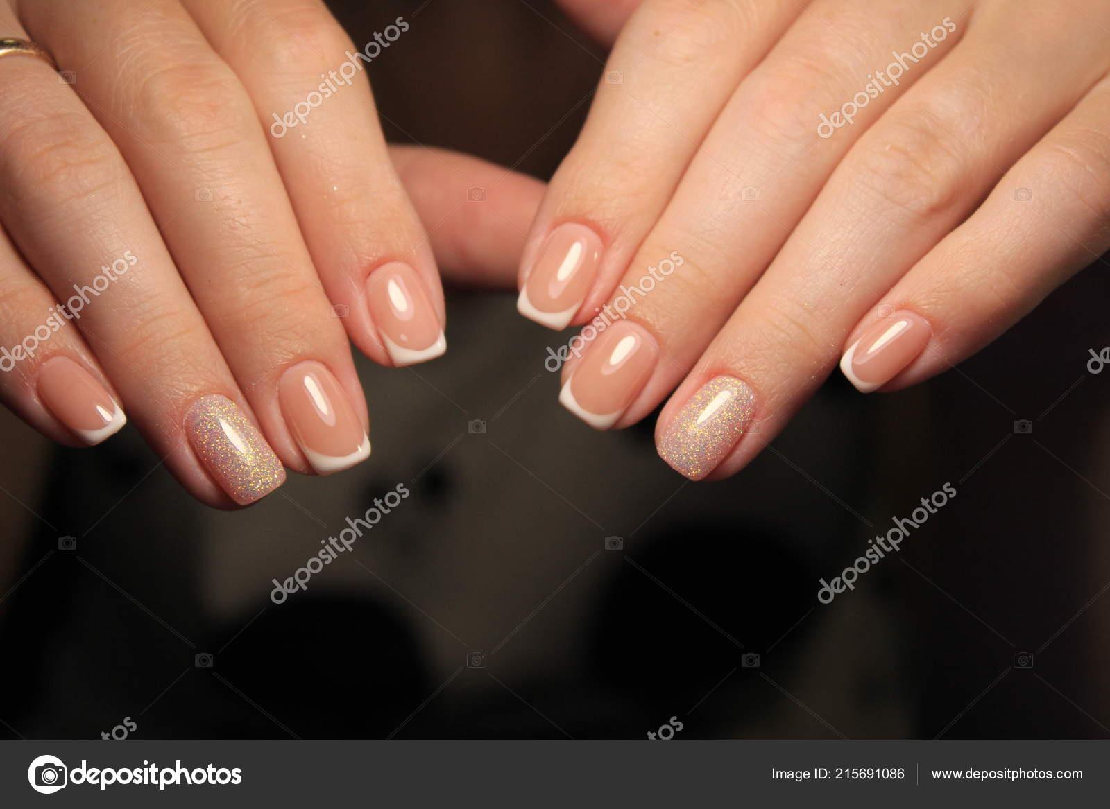 stilvolle manik re n gel farbe schwarz und silber stockfoto smirmaxstock 215691086. Black Bedroom Furniture Sets. Home Design Ideas