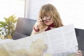 nő a Térkép előkészítése az utazást