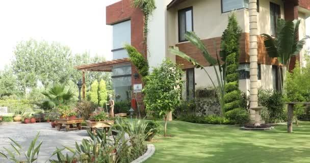 Luxusní zahradní exteriér budovy moderní