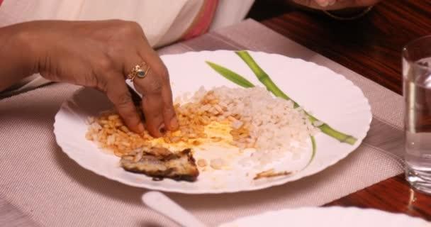 Jídla na jídelním stole