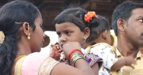 Arme indische Mutter mit Kind Hyderabad Indien 25. März 2020