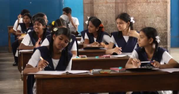 Indičtí studenti ve třídě 3. června 2019 Hyderabad India