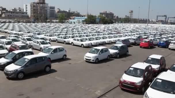 Auta v přístavu pro export