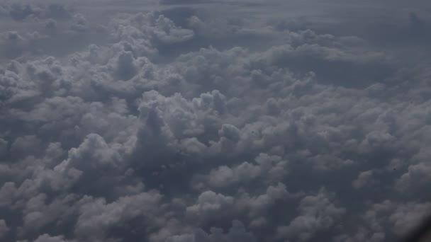 Modrá obloha a mraky
