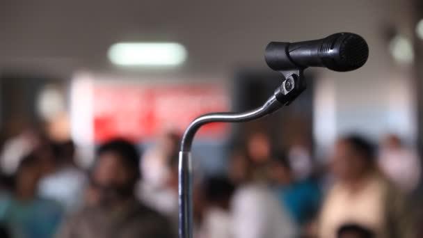 mikrofon a színpadon