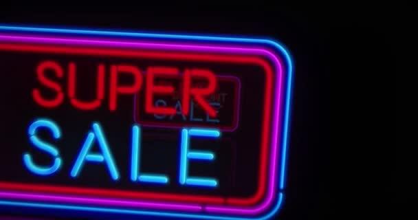 Černý pátek neon reklamní animace. 3D letu nad elektrický koncept textů a rámečky. Vintage styl opakování a bezproblémový pohyb reklama