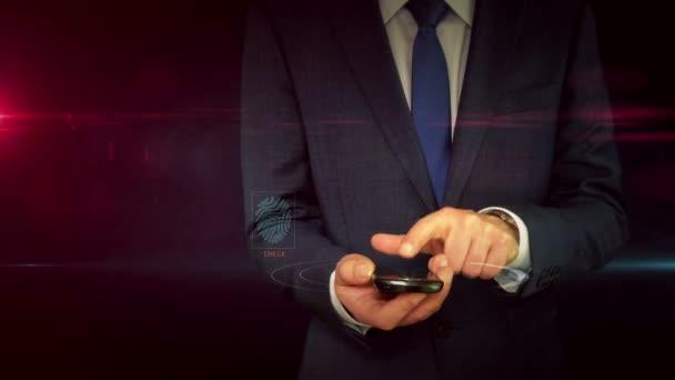 Üzletember ruha használ smartphone, hologrammal pajzs. Cyber védelme és a számítógép biztonsági jel elvont fogalom. Futurisztikus technológia animáció.