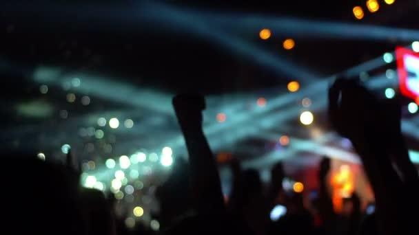 Tömeg koncert telefon kézzel