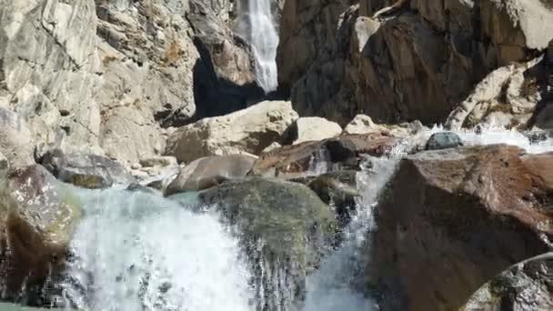 Vodopád horská řeka