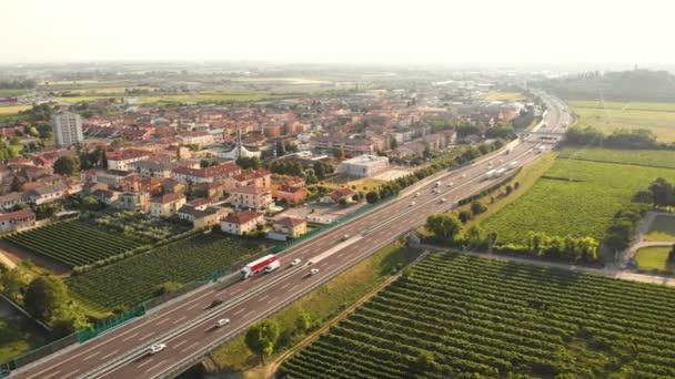 Cesta vinobranou z vinných hroznů
