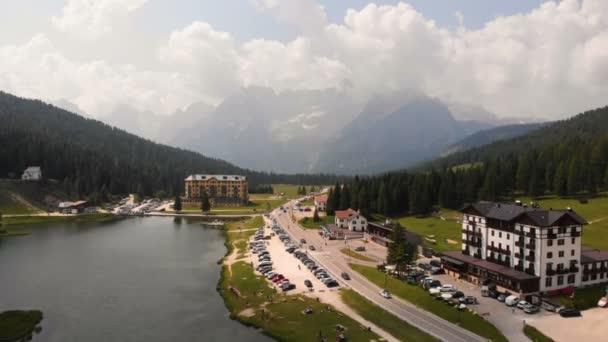 Ranní vzdušné hory Hotel Lake