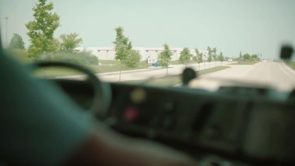 Dump Truck řidič za volantem insaide kabina