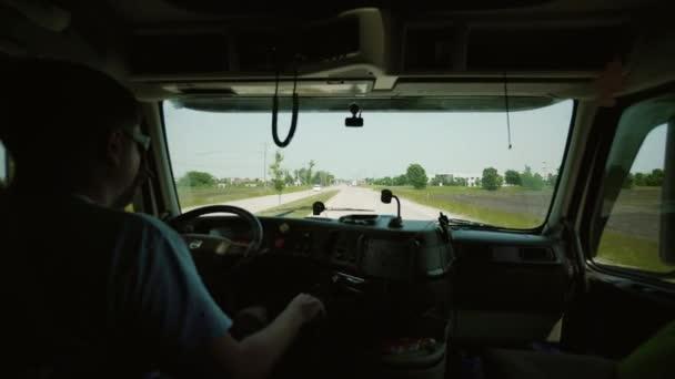 Truck Driver szállító áruszállítási. az utastérben