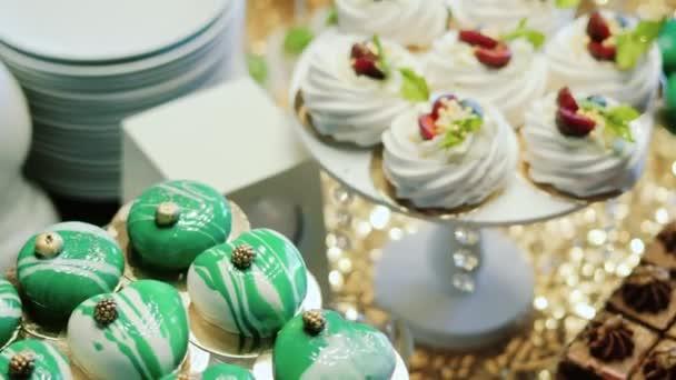 Roztomilý tyčinku s různými cukroví a dortů. Svatební bonbóny. Vánoční cukroví. Detailní záběr