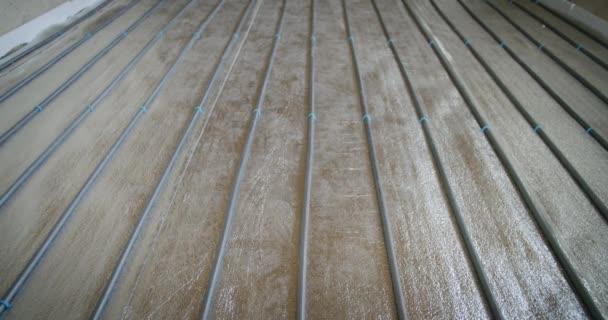 Podlahové topné trubky pro ohřev vody. Systémy vytápění.