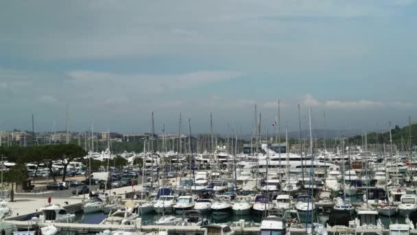 Pan ha sparato di yacht nel porto francese di Antibes