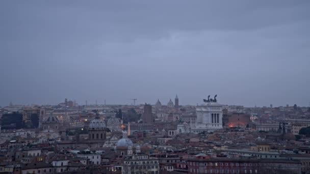 Roma Timelapse panorama. Yaz saati gece Venedik Meydanı. Roma, İtalya