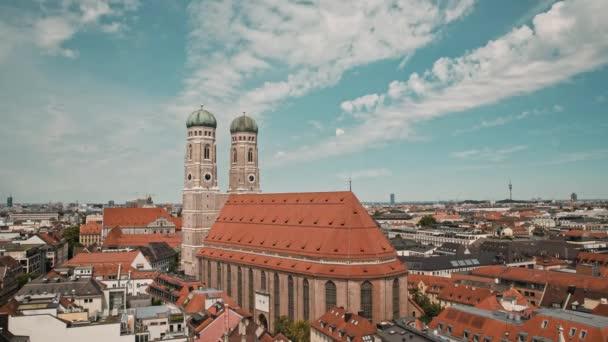 Münchner Stadtbild Zeitraffer-Ansicht Frauenkirche und Altstadt.