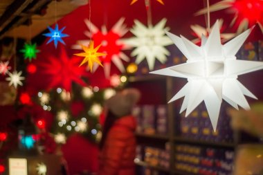 Illuminated Christmas fair kiosk with loads of shining decoration merchandise, with glittering magical stars