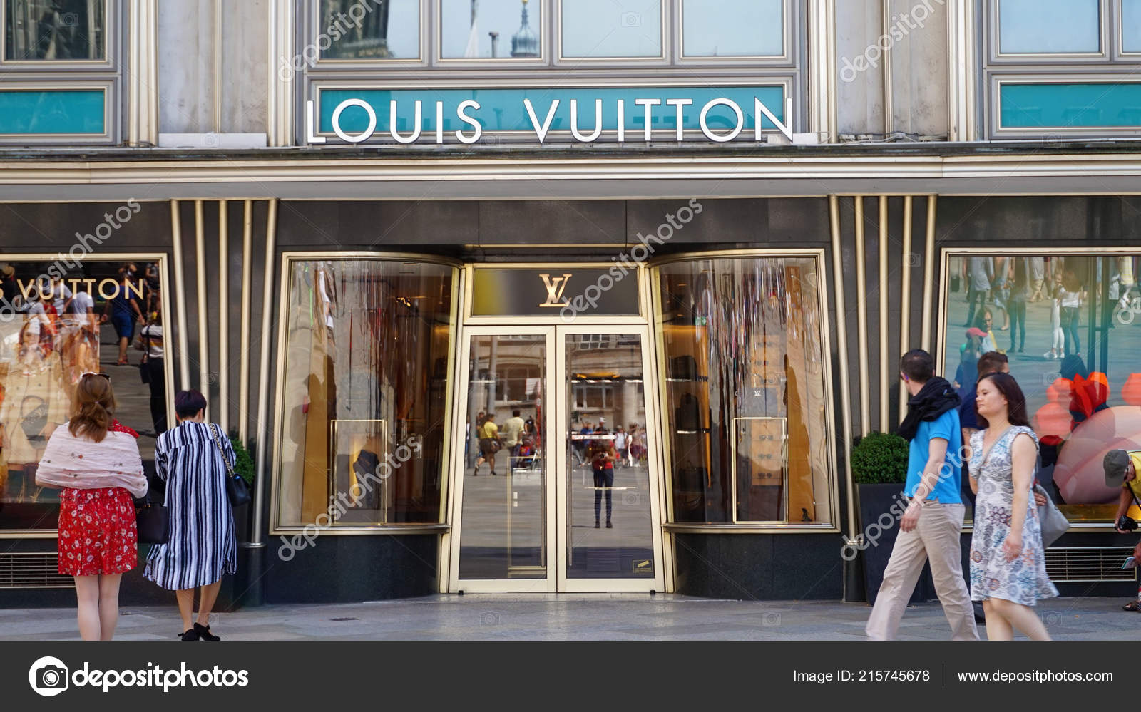 a49bb06c318f9 Cologne Germany May 2018 Facade Louis Vuitton Store Tourists Cologne– Stock  Editorial Photography