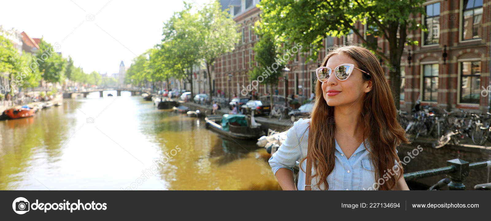 bae55bf2c48d4 Portrait Beautiful Cheerful Model Sunglasses Looking Side One Typical  Amsterdam — Stock Photo