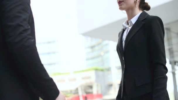Podnikatelé si podávají ruce