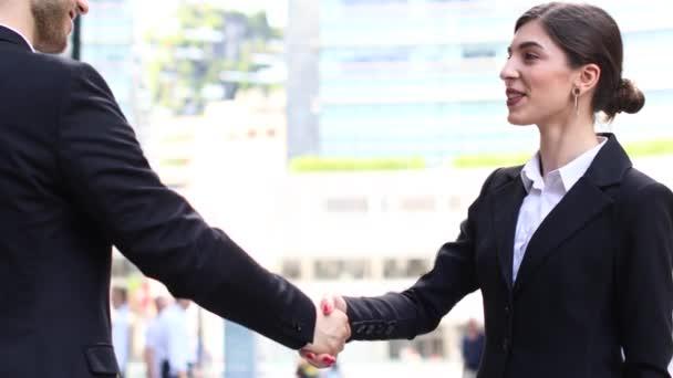 Podnikatelé ve městě potřesení rukou