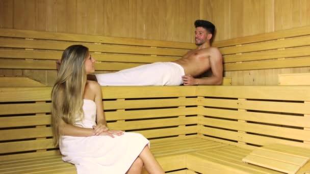 pár s sauna lázně v parní místnosti