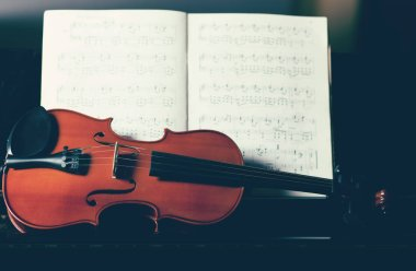 violoncello and musical notes