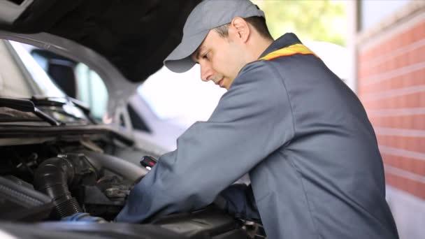 Mechanik, oprava motoru van