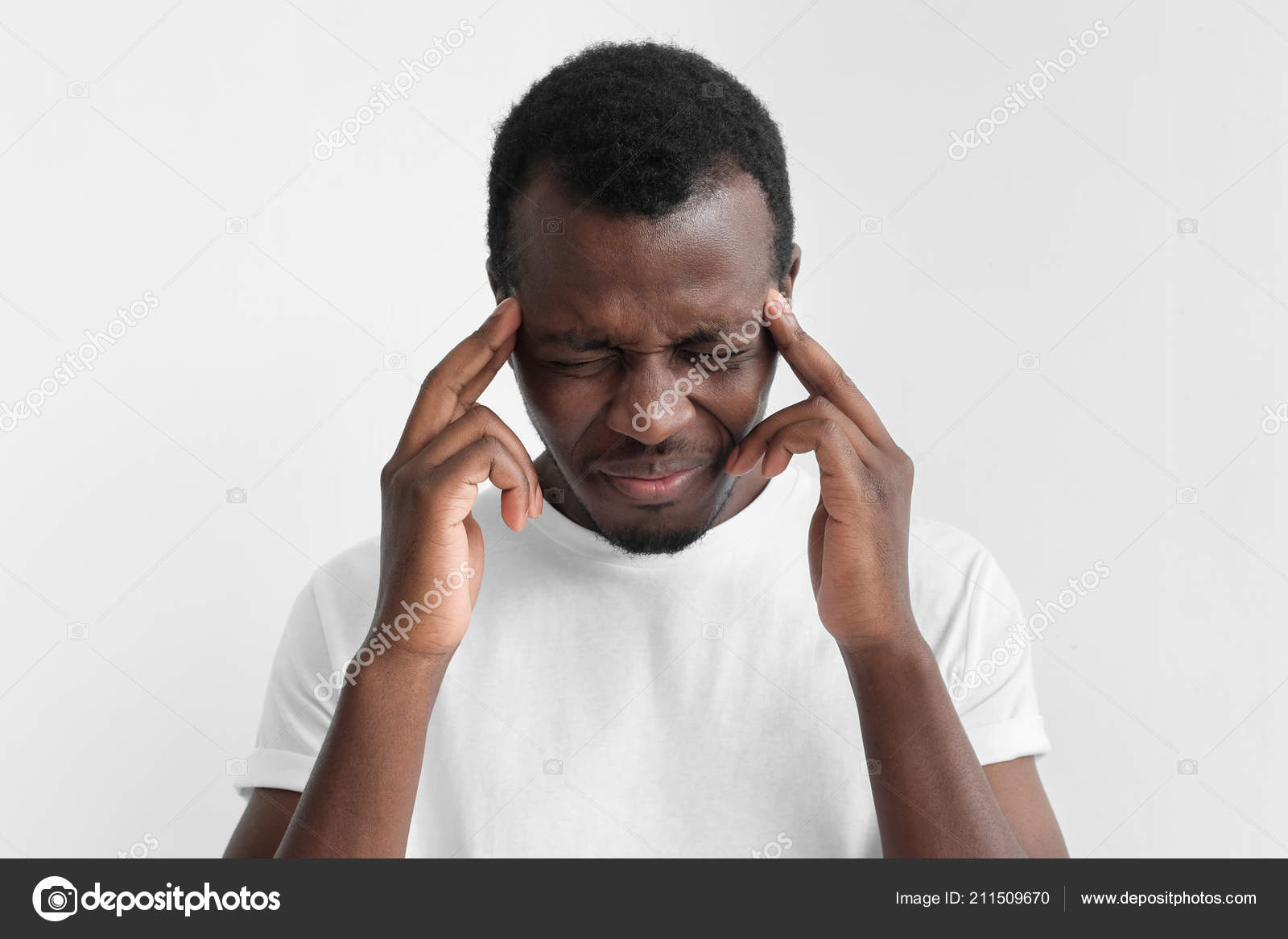 0172ef35ea2 Young African American Dark Skin Man Headache Shirt Isolated Gray — Stock  Photo