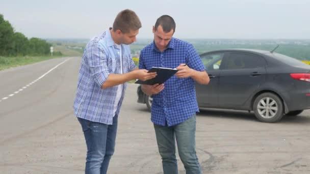 Twee Mannen Maken Deal Kopen Of Huur Een Auto Auto Verzekering
