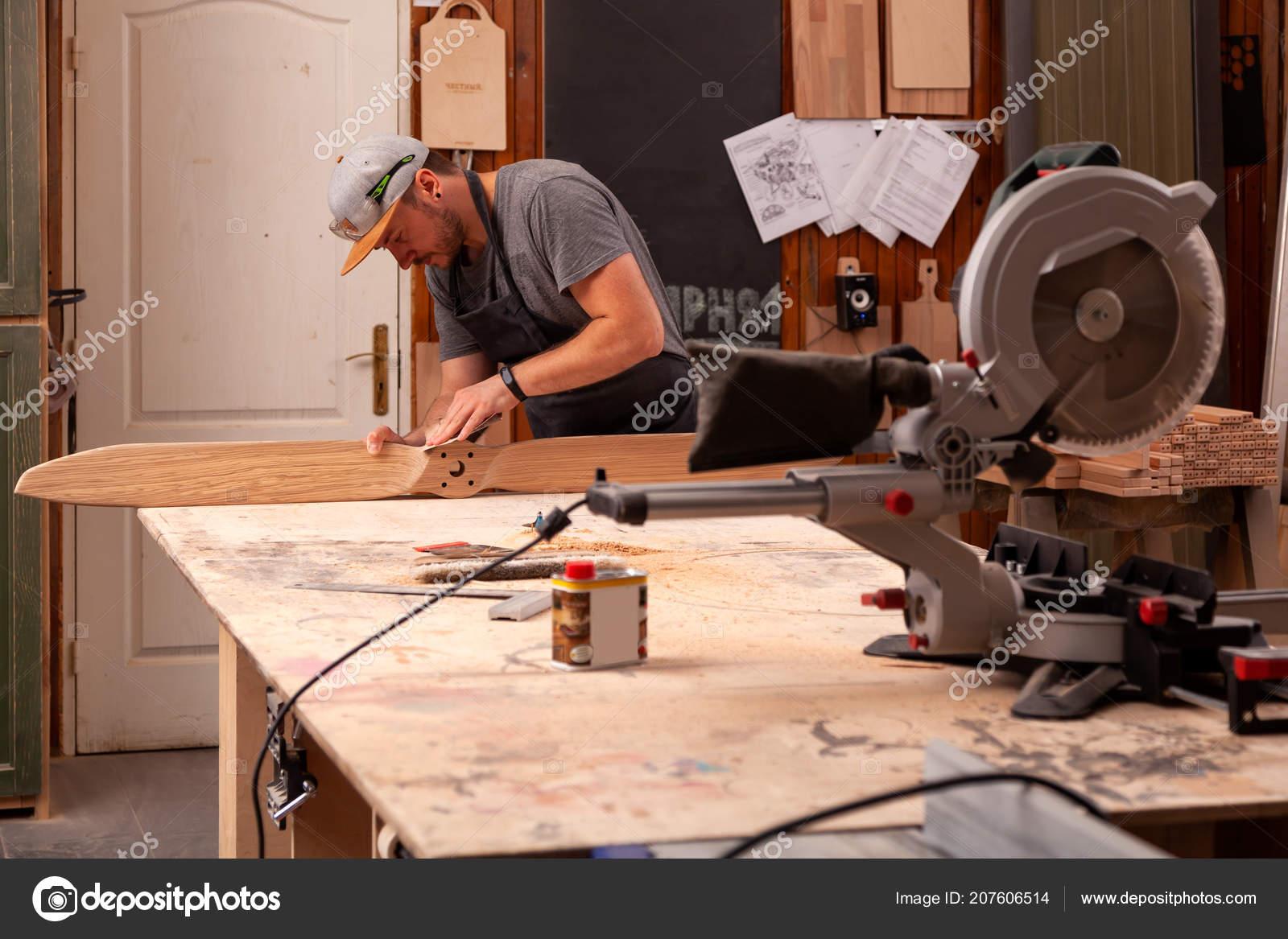 Erfahrenen Tischler Arbeitskleidung Und Kleine Buiness Besitzer