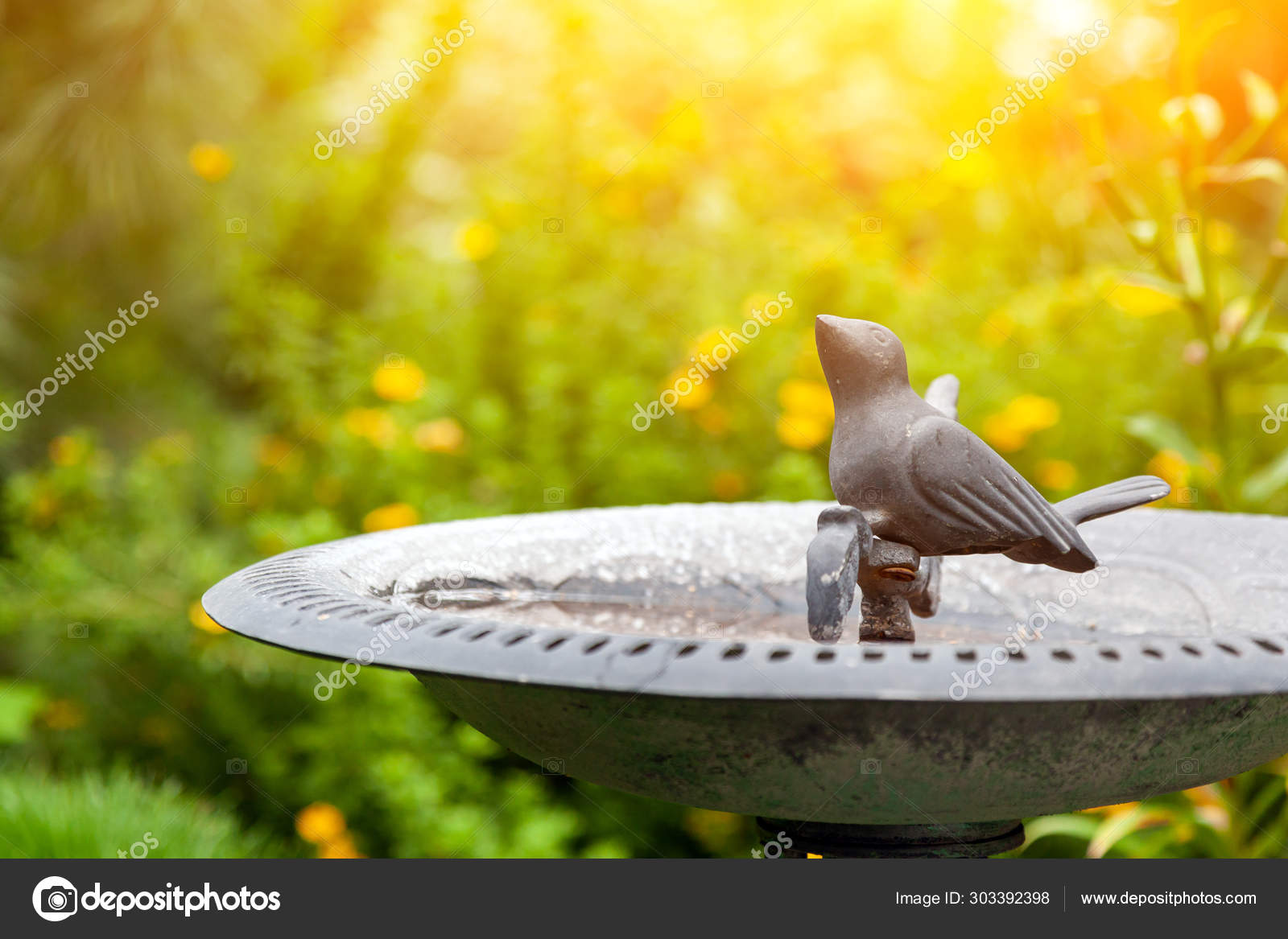 Decorative Decoration Garden Ceramic Pot Statue Small Metal Bird Drinking Stock Photo Image By Everyonensk 303392398