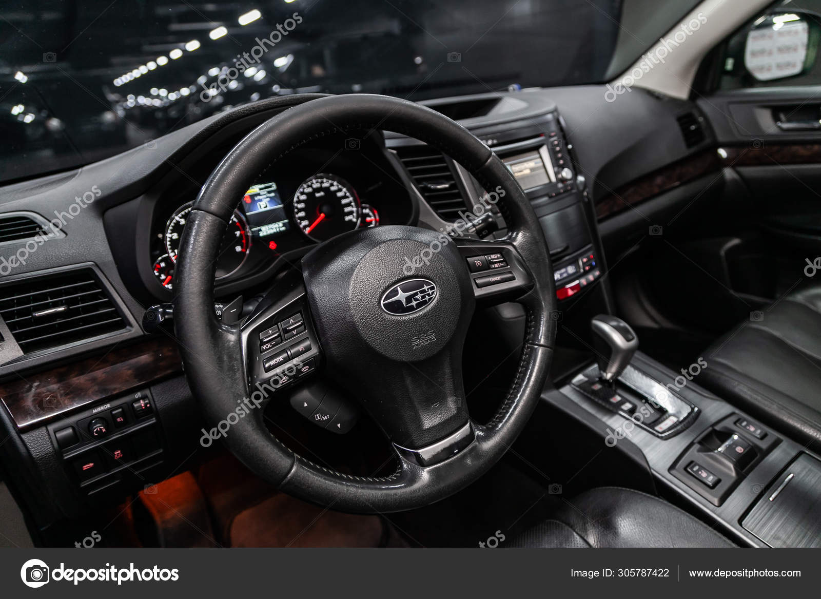 Novosibirsk Russia Agosto 2019 Subaru Outback Black Luxury Car Interior Fotografia De Stock Editorial C Everyonensk 305787422