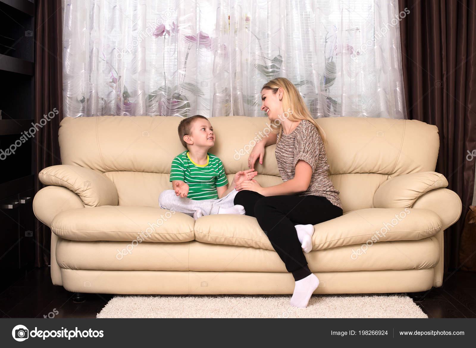 Син ебет свою родную мать, Сын трахнул свою родную мать смотреть онлайн на 15 фотография